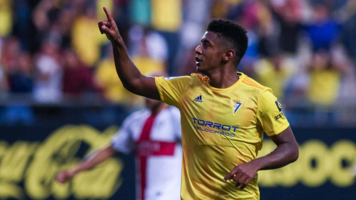 Anthony Lozano forma parte del Cádiz Club de Fútbol en España
