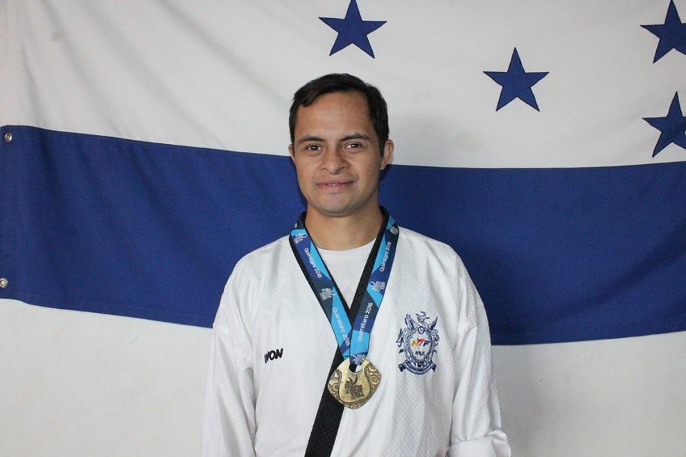 Guillermo Erazo ganó medalla de oro en competencia virtual de taekwondo