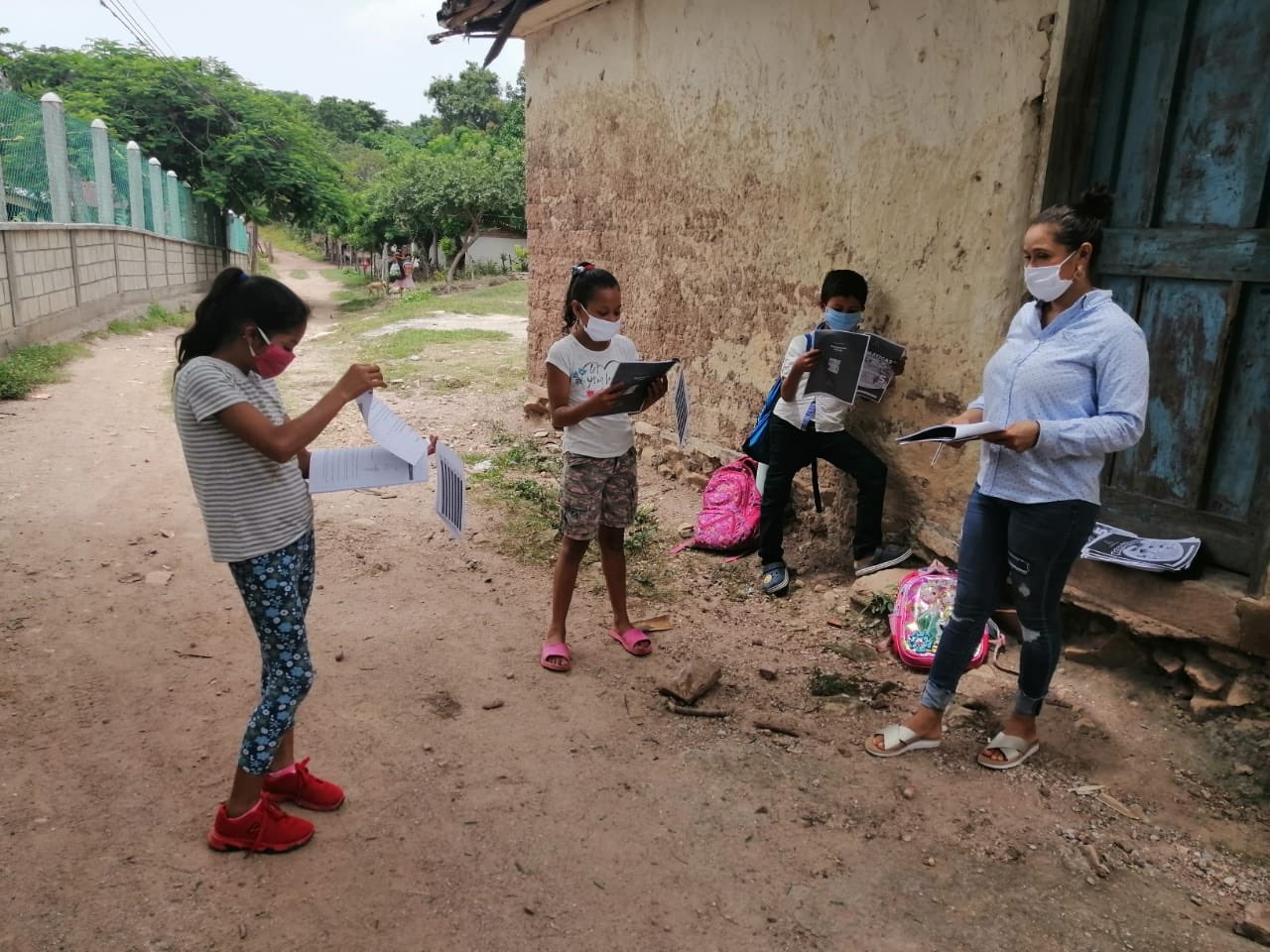 Maestros hondureños destacan por ayudar a alumnos en la pandemia