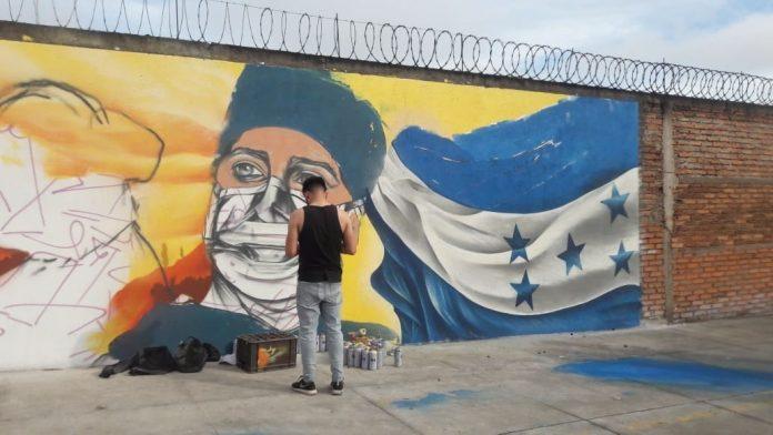 Artistas hondureños crean mural para rendir homenaje a los hérores de la pandemia