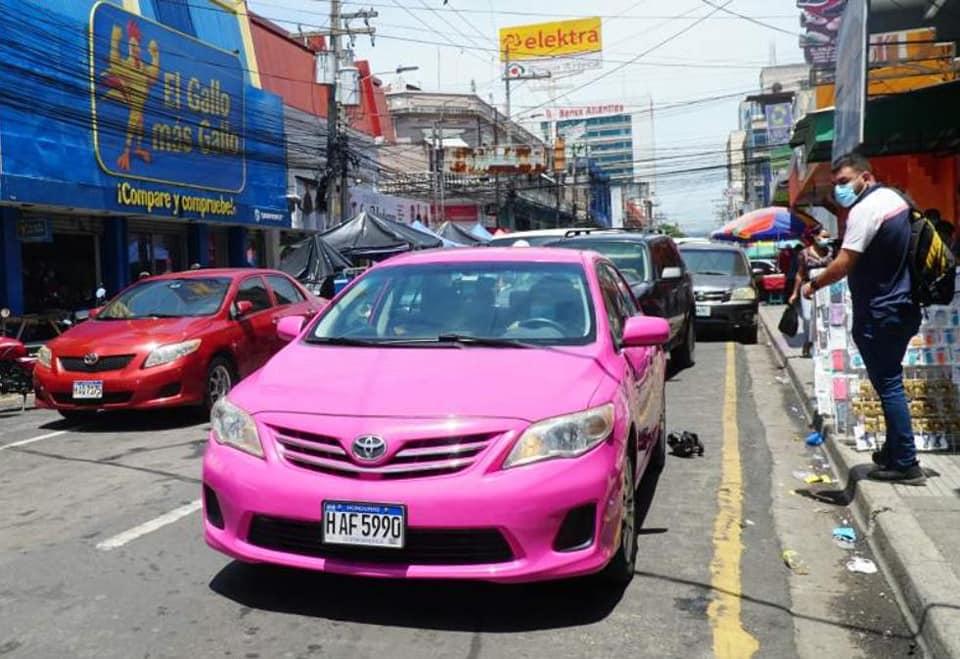 Sheula línea de taxis manejada por mujeres