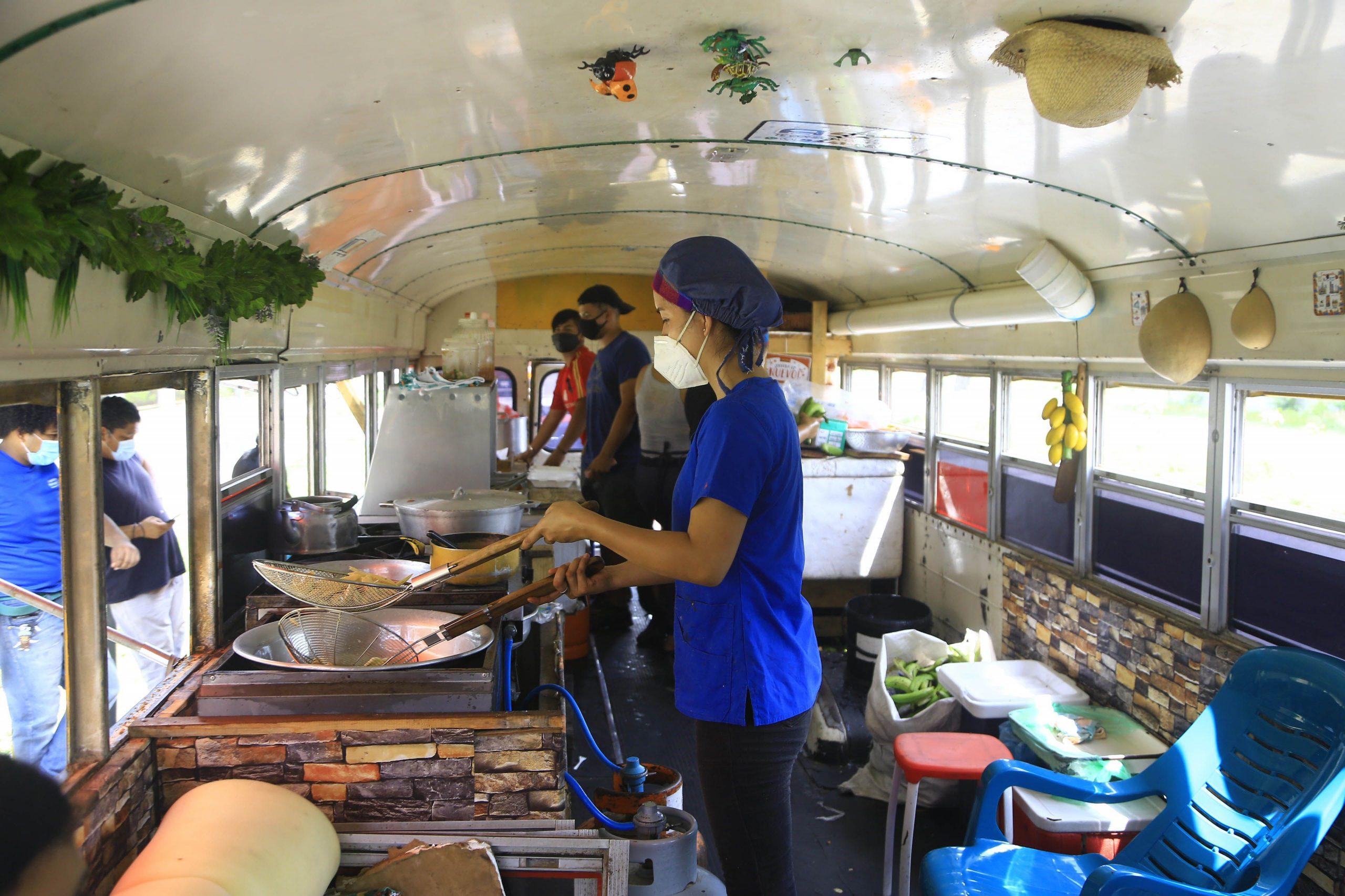 Restaurante móvil El Gordo Feliz reabre sus puertas a los hondureños