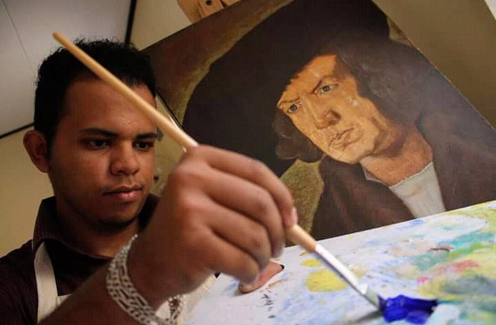 Hondureño Josué García, artista que venció los problemas de audición
