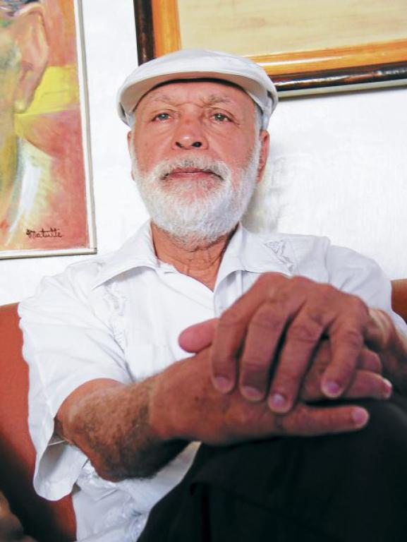 Biografía del poeta Roberto Sosa
