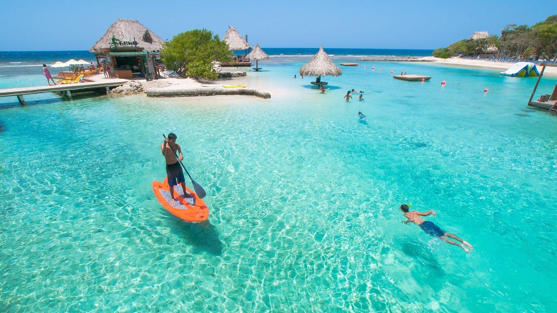 Forbes destacó a Roatán como una de las mejores playas del Caribe