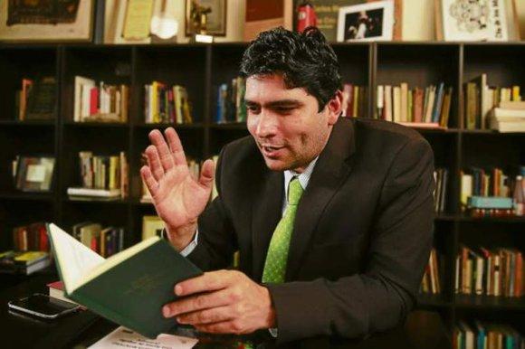 El escritor Rolando Kattan ganó el Premio Casa de América