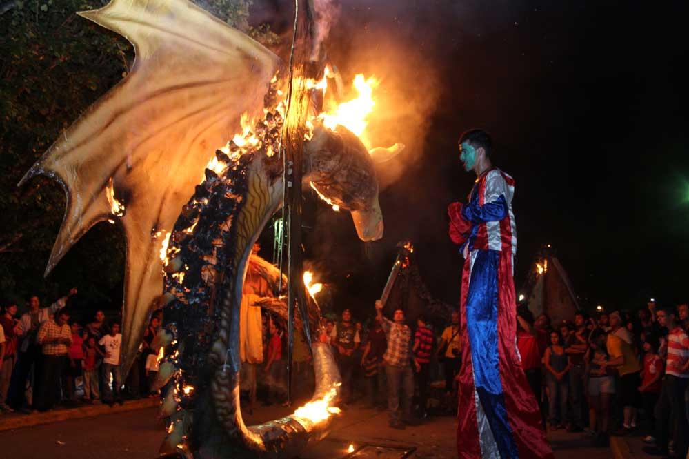 Celebración Paseo Real de las chimeneas Gigantes