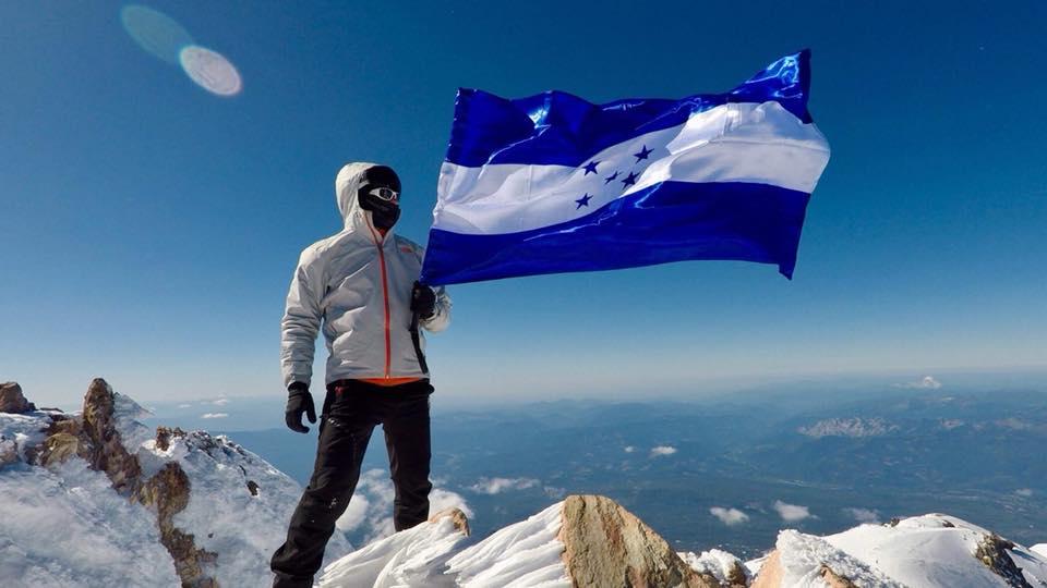 Hondureño conquista las cumbres más altas de los siete continentes