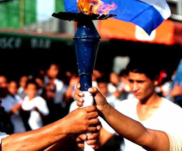 Correr con la antorcha, tradición de Honduras