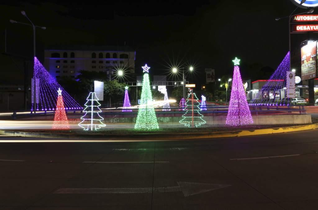 Las calles de Tegucigalpa se llenan de luces de Navidad