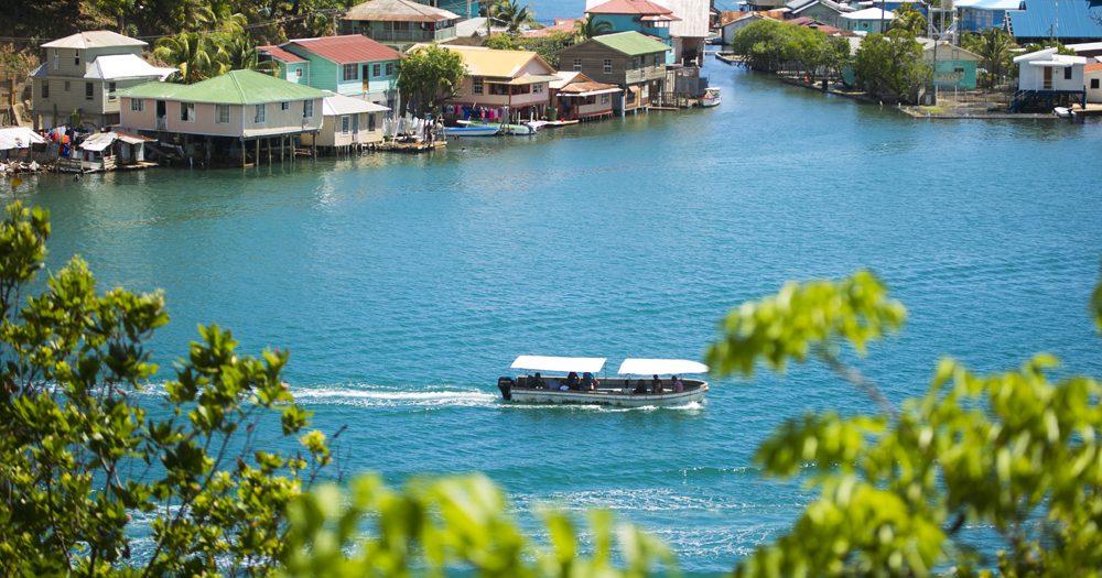 Municipio José Santos Guardiola, Islas de la Bahía
