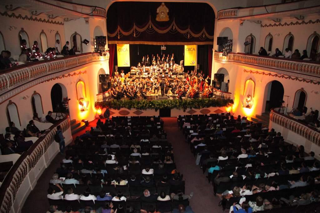 Teatro Manuel Bonilla cuenta con una nueva pantalla
