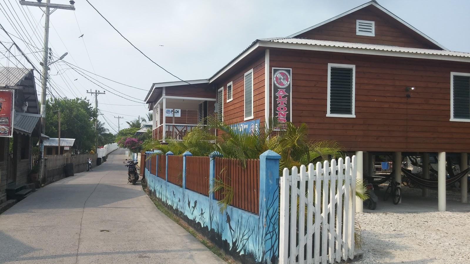Alton's Dive Center, el centro de buceo y hotel de la Isla Útila