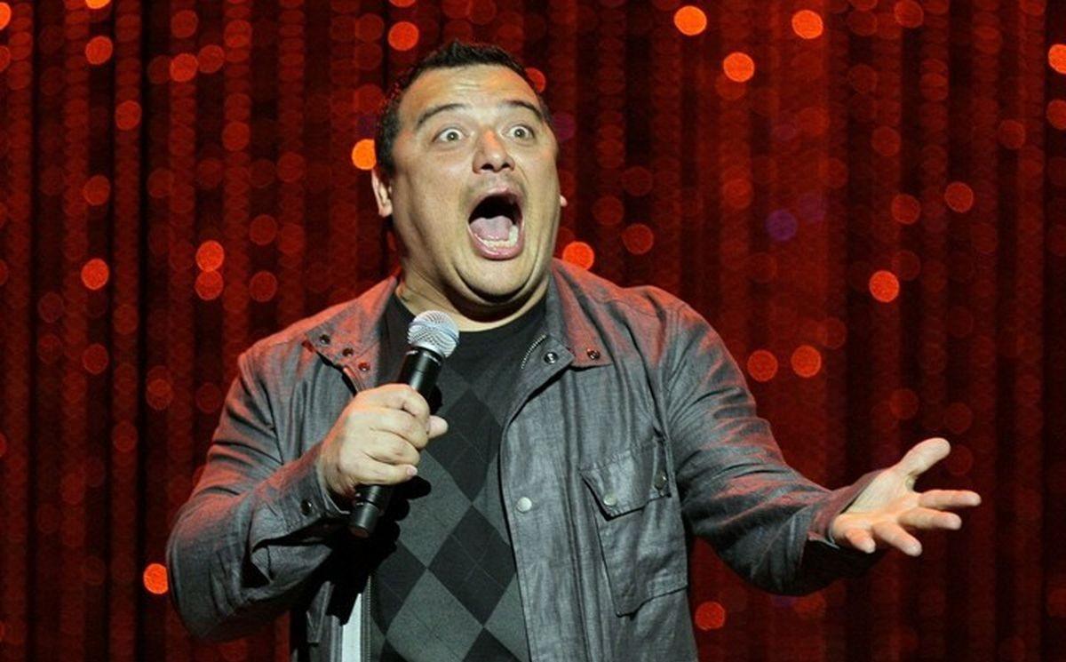 Hondureño Carlos Mencía, triunfa como comediante en Hollywood