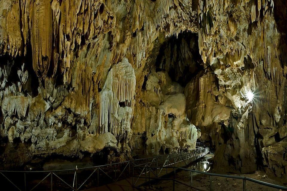 Parque arqueológico Cuevas de Talgua, una experiencia para vivir con amigos