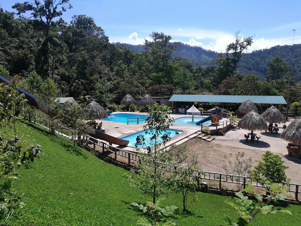 Hotel Black River, un lugar recreativo en medio de la montaña