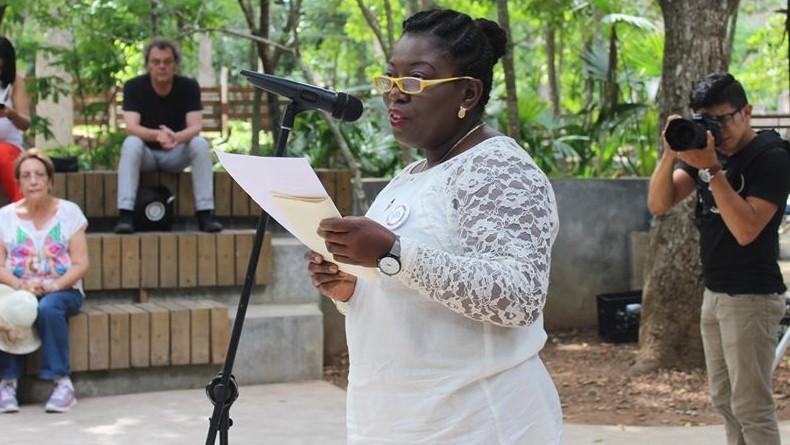 Hondureña Xiomara Cacho sobresale como escritora garífuna en Honduras