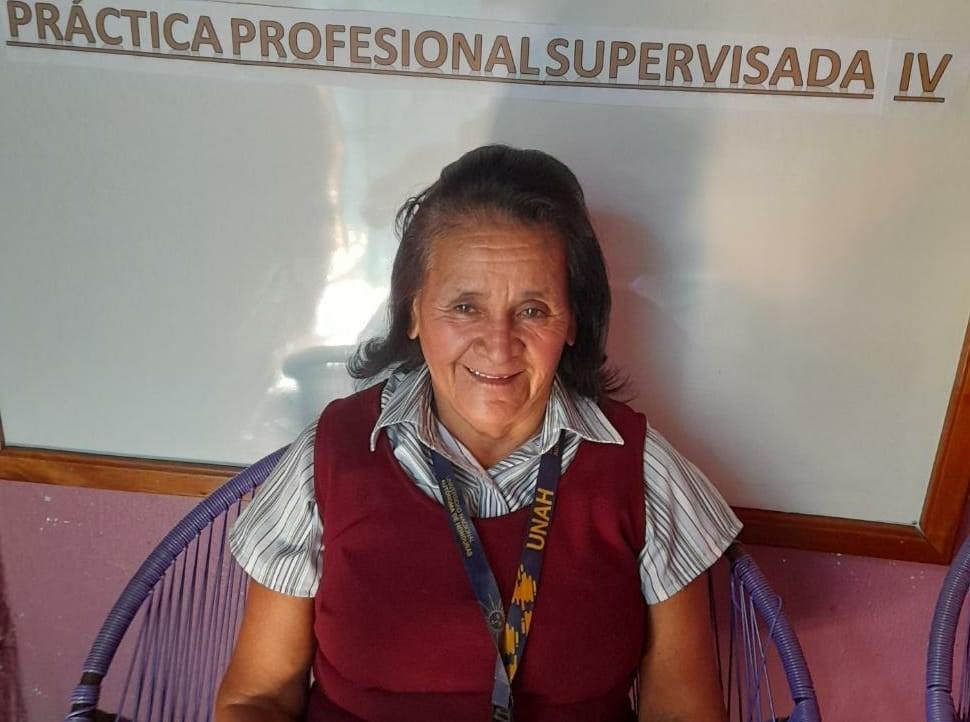 Hondureños piden ayuda para la graduación de Doña Conchita