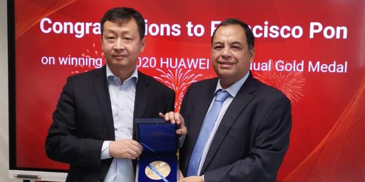Hondureño Francisco Pon recibe Medalla Individual de Huawei
