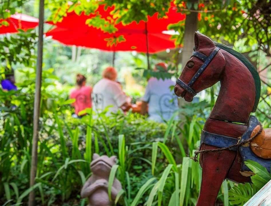 Angeli Gardens, Un restaurante rodeado de naturaleza