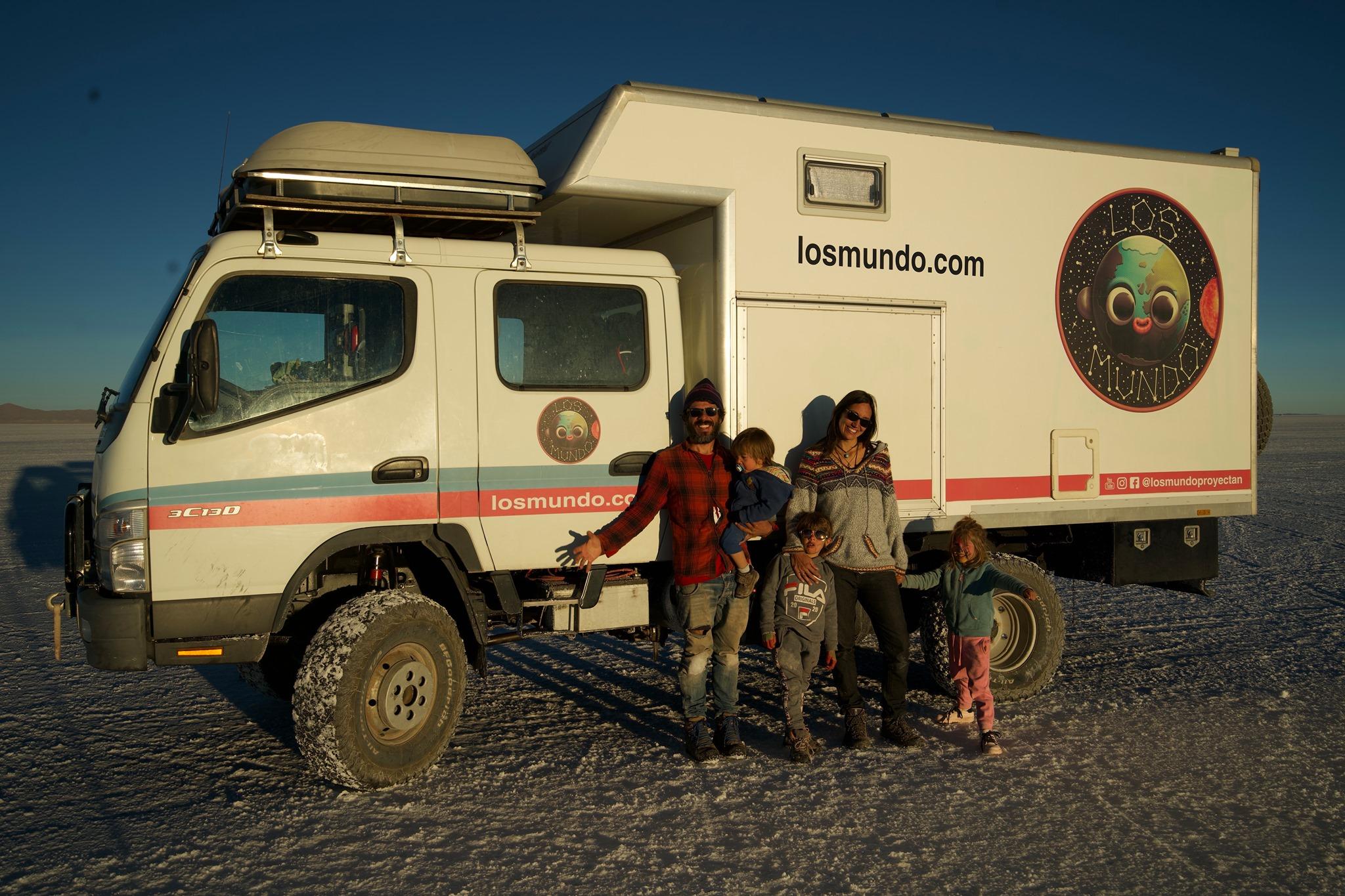 Familia española que viaja por el mundo habla de Honduras
