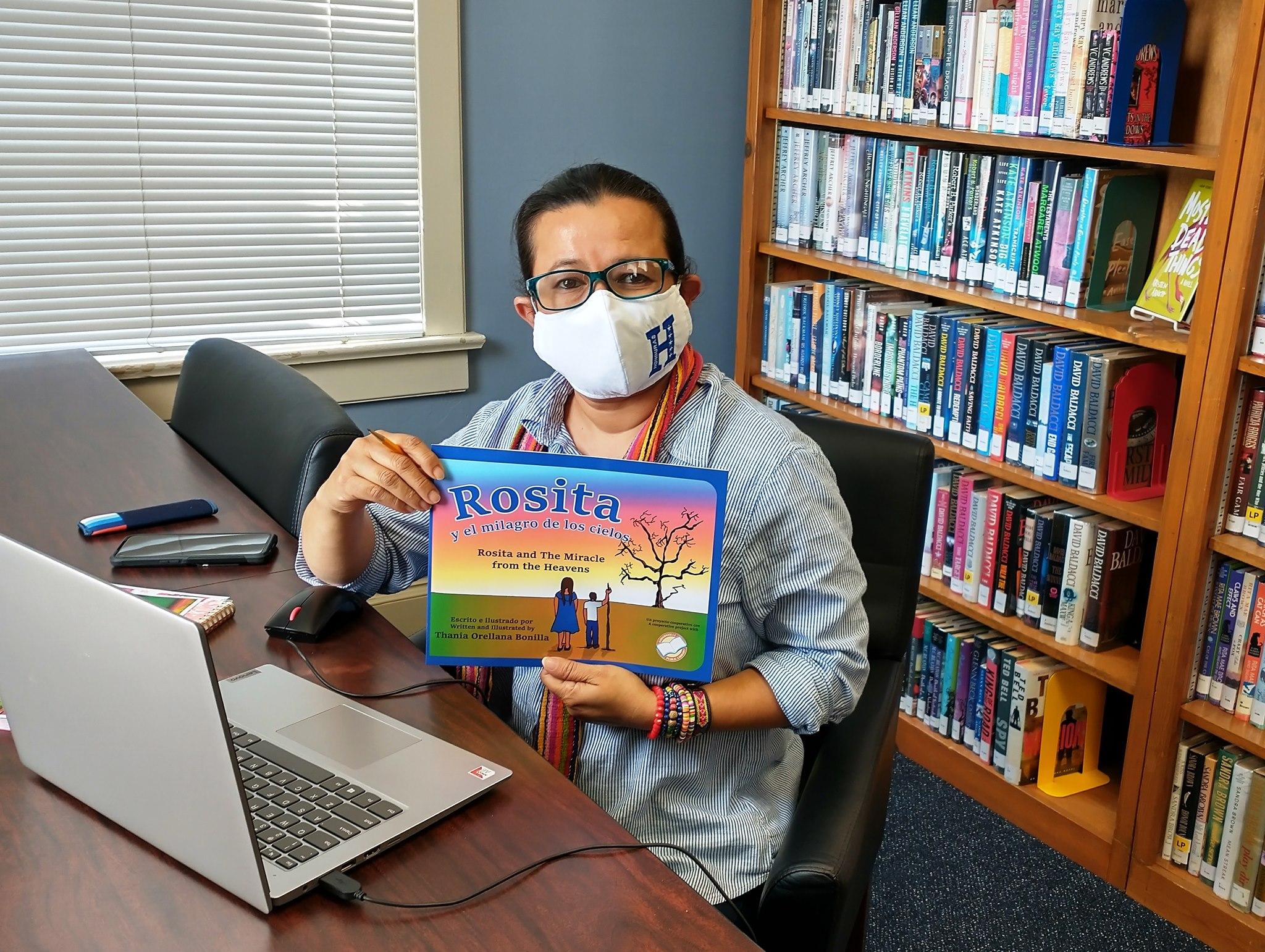 Hondureña triunfa con su libro de la lluvia de peces en Yoro en EEUU
