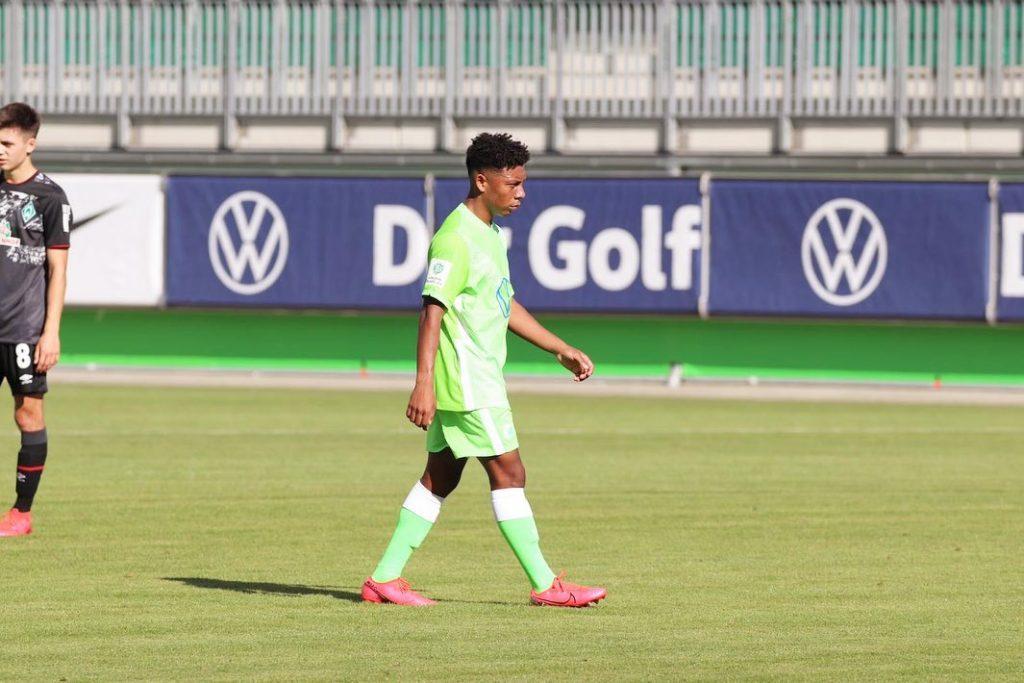 Hondureño Kobe Hernández realiza pretemporada con el Wolfsburgo de Alemania
