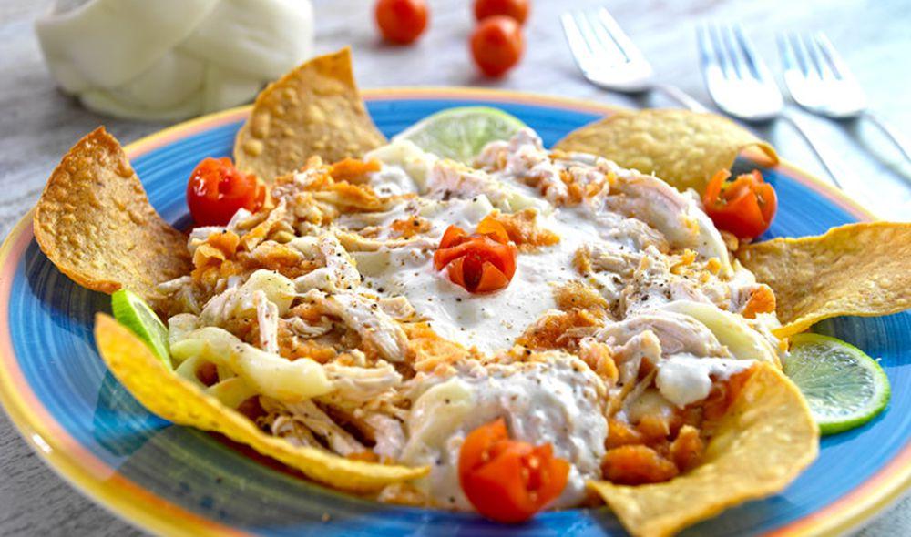 Receta de Chilaquiles hondureños, un bocadillo lleno de sabor