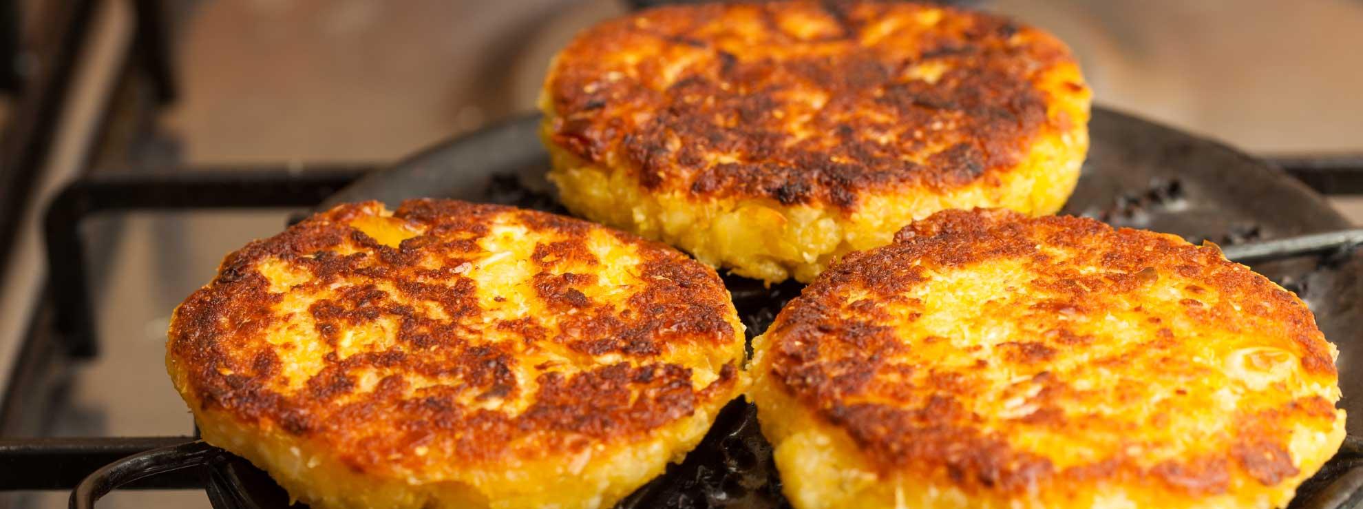 Receta de Tortitas de yuca fritas, un platillo originario de Gracias a Dios