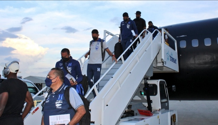 Selección de Honduras llega a Canadá para debut en las eliminatorias