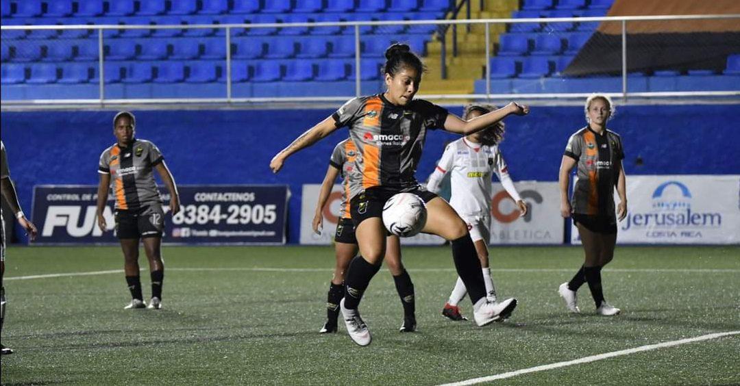 Katherine Rodríguez marca golazo con el Dimas Escazú en Costa Rica