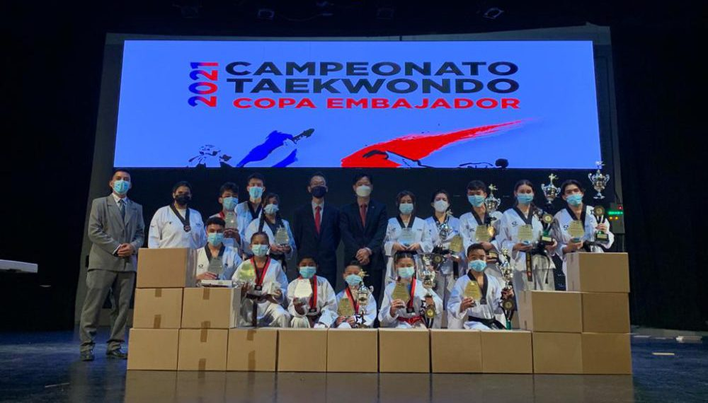 Destaca con éxito la Copa Embajador 2021 de taekwondo