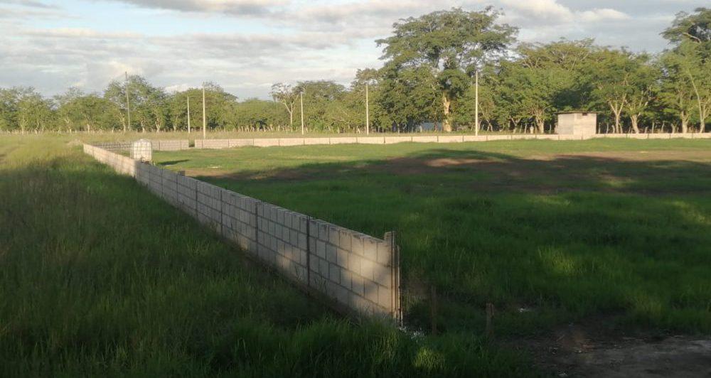 Inician obras de limpieza del campo de béisbol Mauricio Dubón