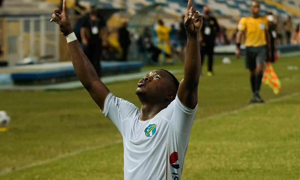 Junior Lacayo guía al Comunicaciones a octavos de final en Liga Concacaf