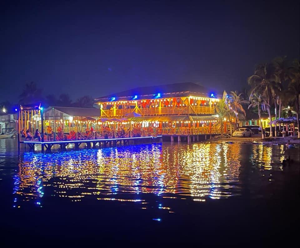 Restaurante Atrévete en Omoa, un espacio romántico en el mar