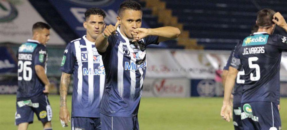 Roger Rojas anota con el Cartaginés y asecha los 50 goles en Costa Rica