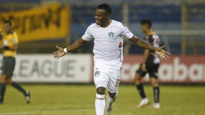 Júnior Lacayo anota gol ganador del Comunicaciones en Liga Concacaf