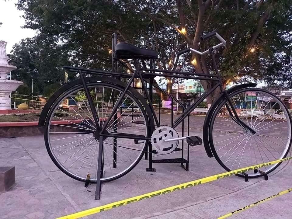 Instalan una bicicleta gigante en El Progreso, Yoro
