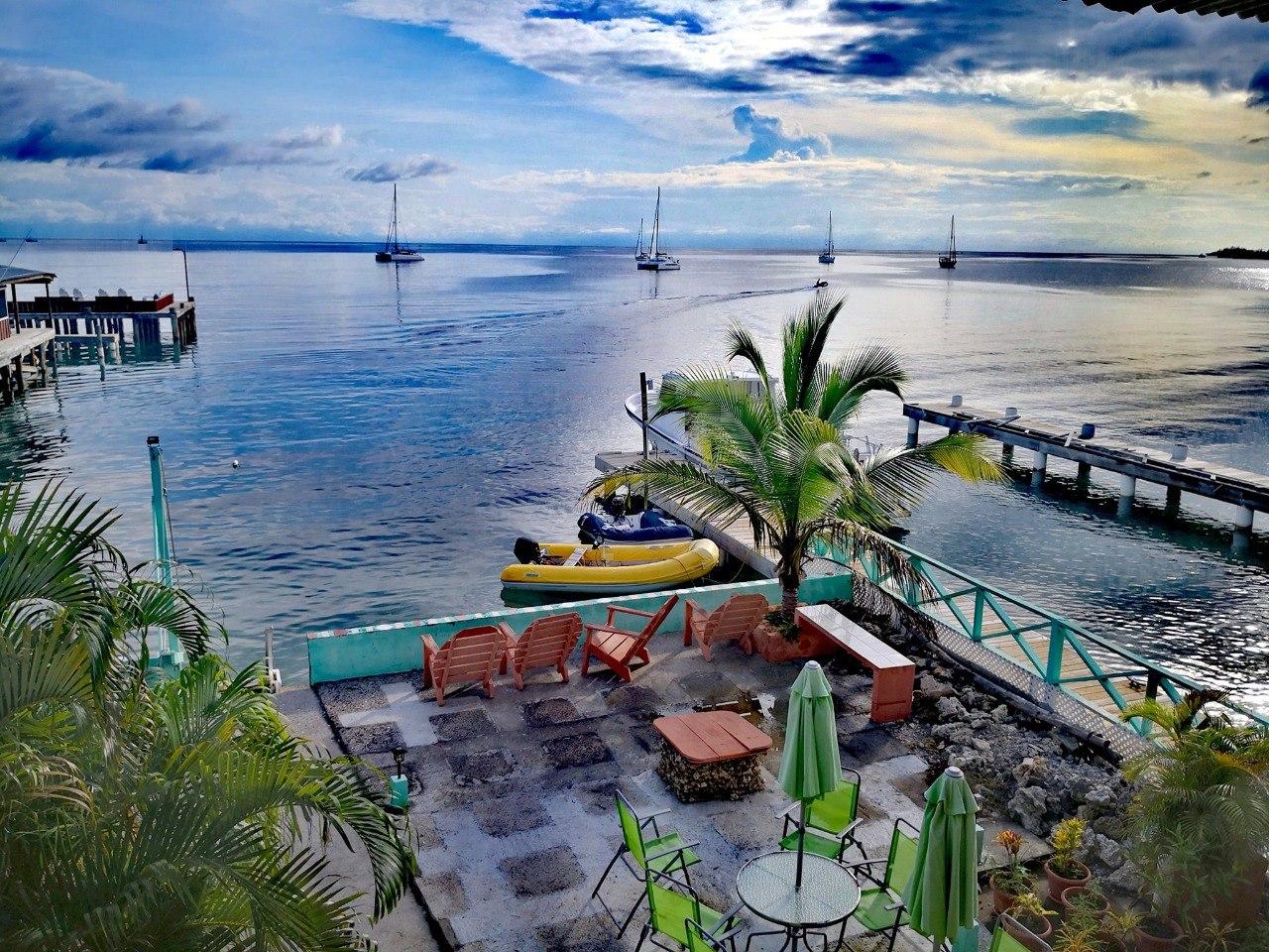 Hotel Útila con aquacinema en Sandy Bay