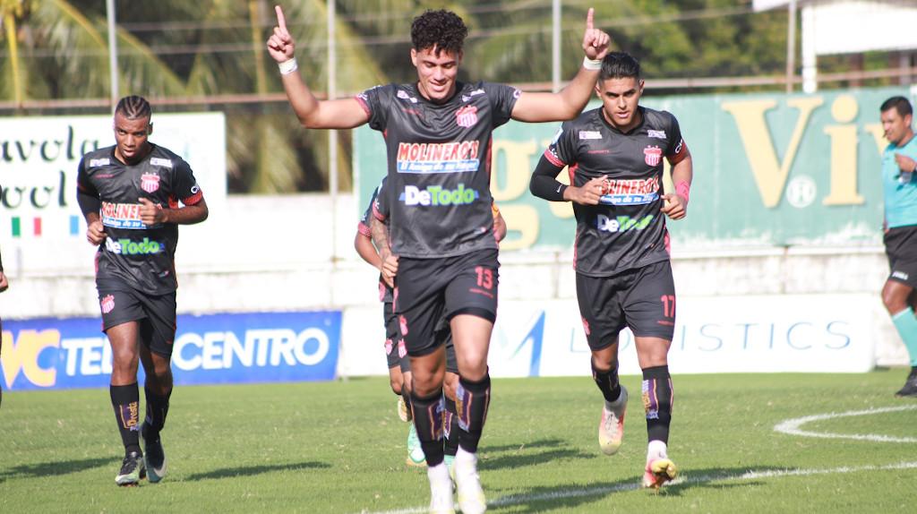 Ángel Tejeda supera la tasa goleadora de Carlos Pavón en Liga Nacional