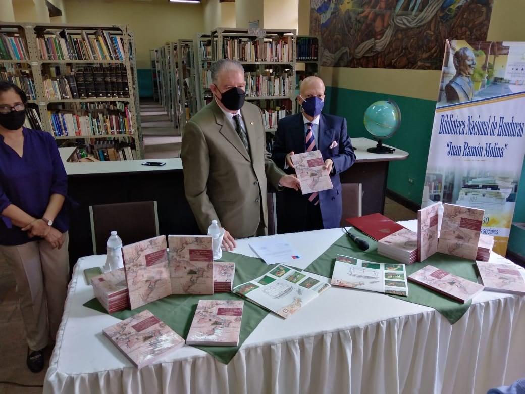 Embajada de Chile dona libros a la Biblioteca Nacional de Honduras