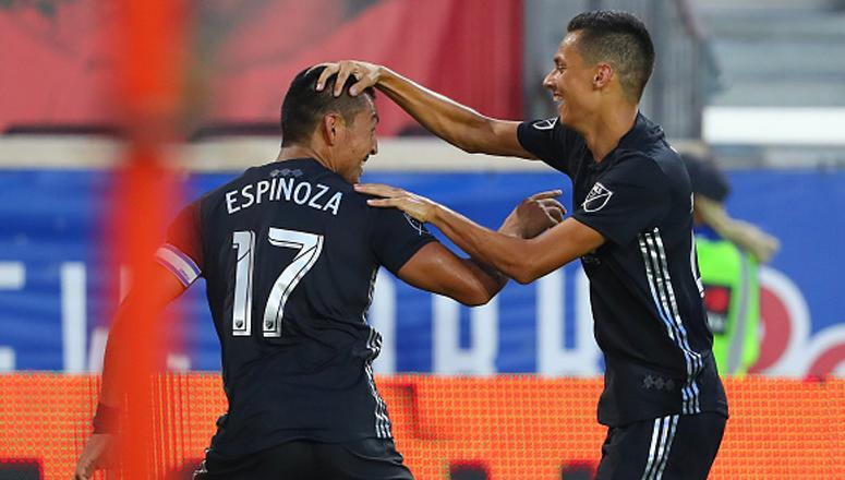 Brillante asistencia de Roger Espinoza con el Kansas City de la MLS