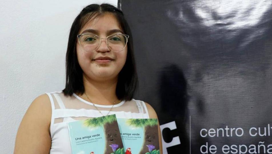 Hondureña Lizzi Bustillo, gana Premio Nacional de Narrativa Infantil