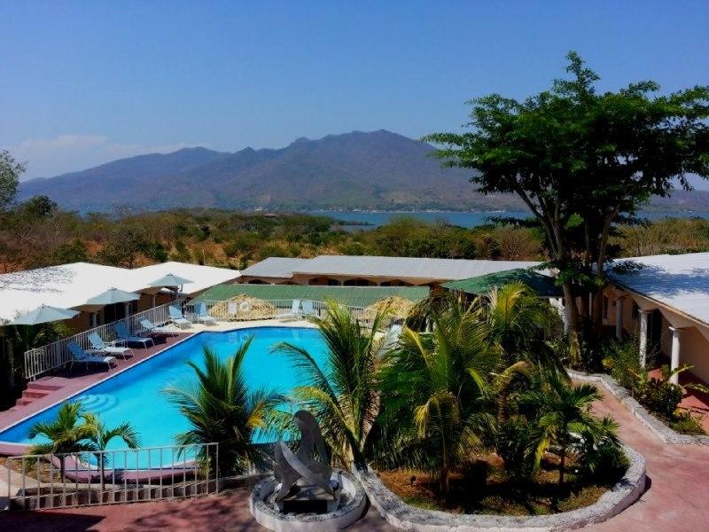 Hotel Brisas del Sur a la orilla de la playa de Amapala
