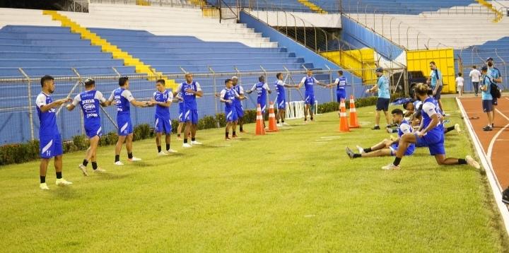 Selección de Honduras entrena con plantel completo