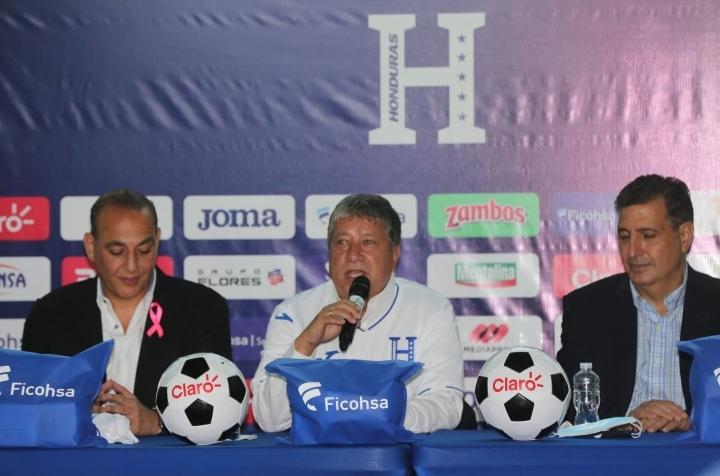 «Bolillo» Gómez es presentado como entrenador de Honduras